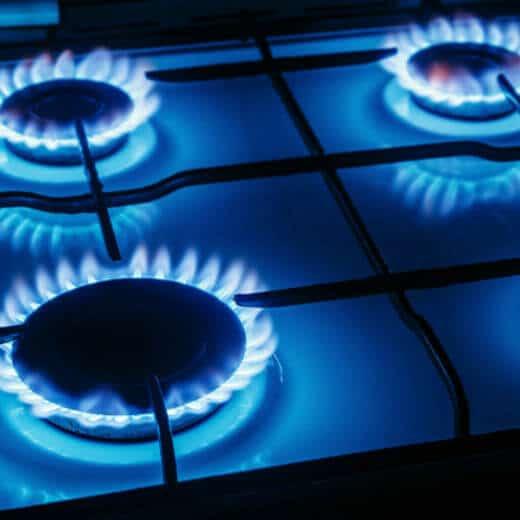 foto de chamas de fogão representando como calcular consumo de gas encanado